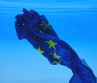 Europa Flagge geht unter